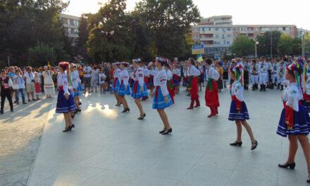 """Pregătiri de festival la Tulcea: """"Peştişorul de Aur"""", cu 400 de oameni, vaccinaţi sau testaţi"""
