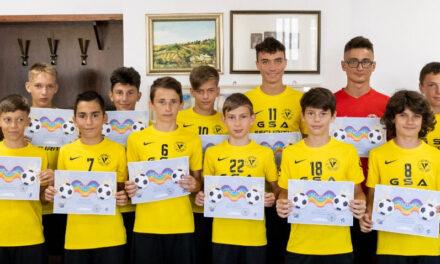 Fotbaliştii de la Victoria Delta Tulcea, premiaţi cu  diplome şi dulciuri din partea primarului Ştefan Ilie