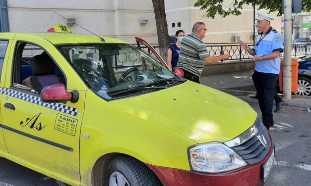 Taximetrişti tulceni în şlapi şi pantaloni scurţi, amendaţi de poliţiştii locali