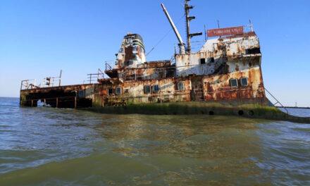 Zeci de nave abandonate în deltă: 9 proprietari, încă neidentificaţi