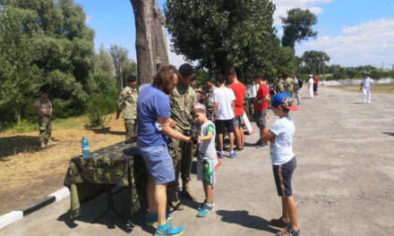 Sute de persoane au vizitat portul militar din Tulcea cu prilejul Zilei Porţilor Deschise