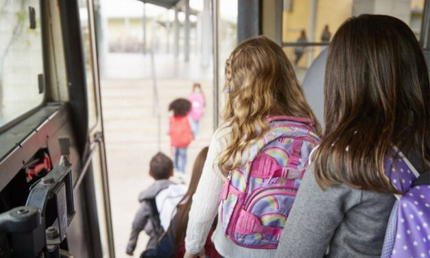 Sacoşele şi genţile elevilor, cele mai uitate obiecte în autobuzele din municipiu