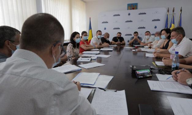 Taximetriştii din municipiu, mulţumiţi de negocierile cu Primăria Tulcea