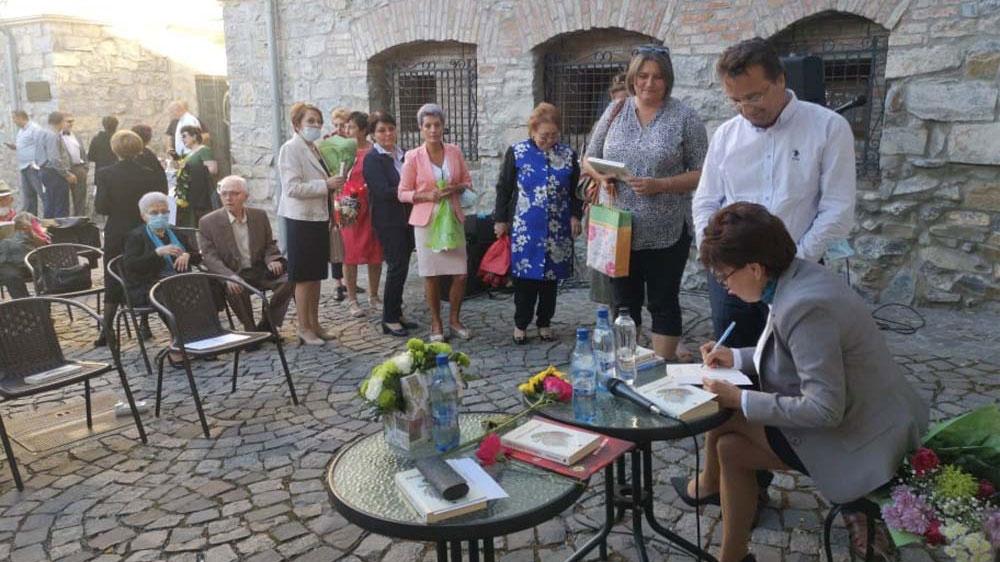 """Scriitoarea Valeria Hogea a lansat primul său roman – """"Vulturul cu soarele în ochi"""""""