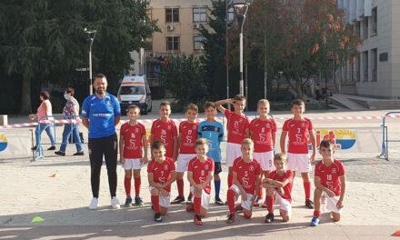 Fotbalul i-a atras pe tinerii din municipiu la mişcare