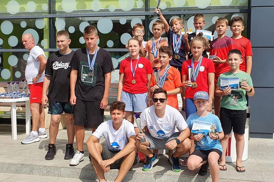 Înotătorii de la Aqua Vita Delta Tulcea au obţinut peste 30 de medalii la cea de-a III-a ediţie a Cupei Internaţionale Delta Dunării