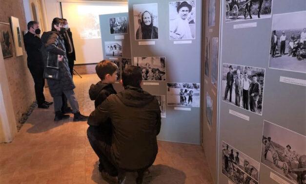 Momente de nostalgie la expoziţia fotodocumentară despre comunitatea germanilor din Malcoci, la Casa Avramide