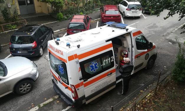 Sute de tulceni sună la Ambulanţă şi cer să fie testaţi
