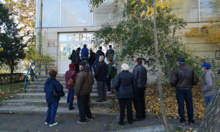 Tulcenii au venit să se vaccineze la Sala Pohariu